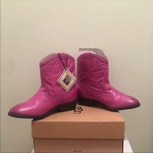 NEW! Small Frye Pink Carson Shortie Boots: US3.5Y